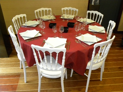 Location de table ronde diam tre 150 cm 8 personnes for Table 8 10 personnes